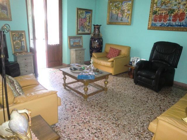 Appartamento in vendita a Monsummano Terme, 8 locali, prezzo € 200.000 | Cambio Casa.it