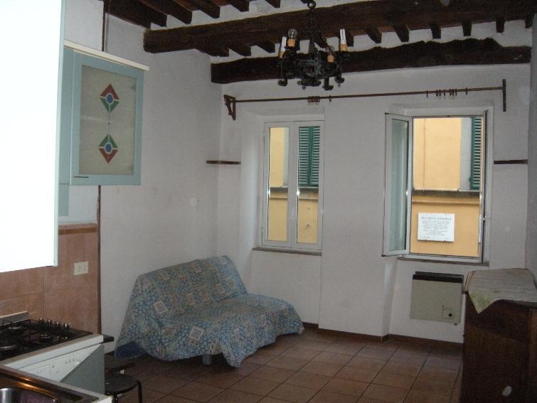 Appartamento in vendita a Pescia, 2 locali, prezzo € 75.000   Cambio Casa.it