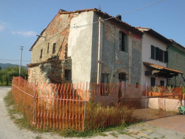 Soluzione Indipendente in vendita a Pescia, 6 locali, prezzo € 80.000   Cambio Casa.it