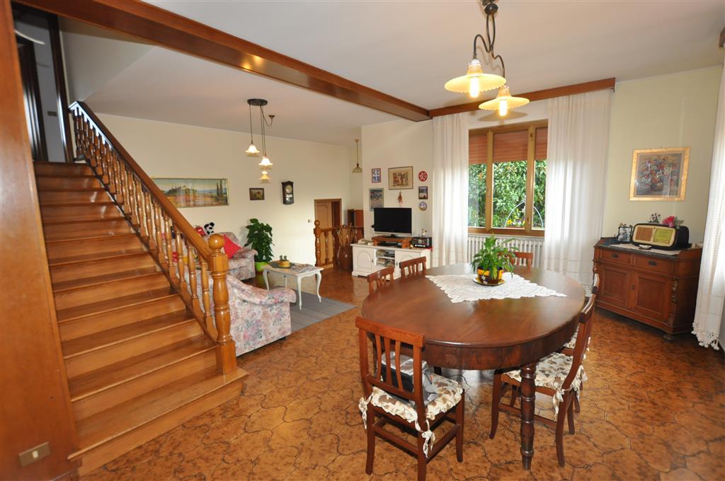 Villa in vendita a Ponte Buggianese, 10 locali, prezzo € 295.000 | Cambio Casa.it