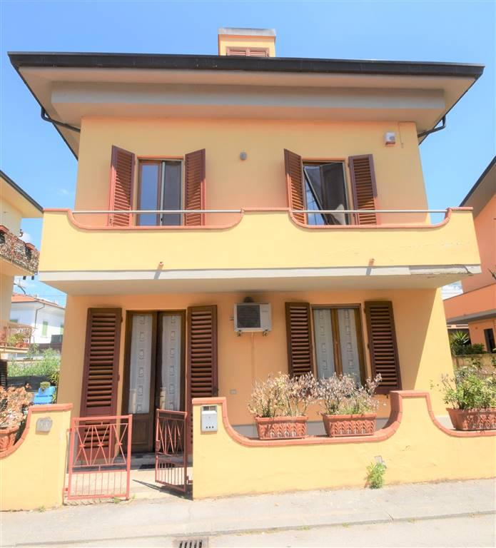 Villa in vendita a Montecatini-Terme, 10 locali, prezzo € 195.000 | Cambio Casa.it