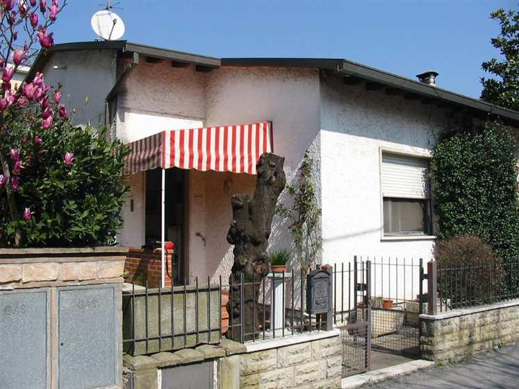 Villa in vendita a Ponte Buggianese, 6 locali, prezzo € 93.000 | Cambio Casa.it