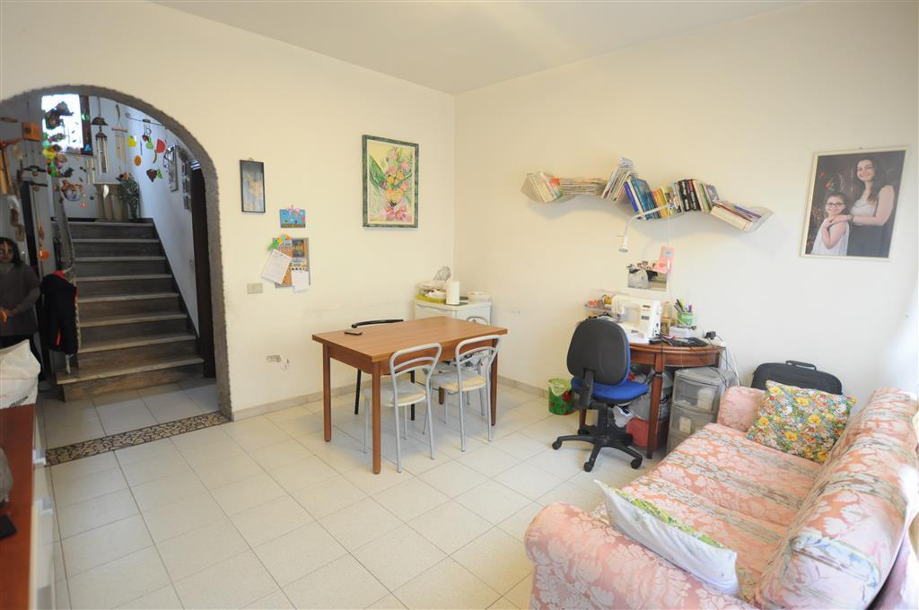 Soluzione Indipendente in vendita a Chiesina Uzzanese, 6 locali, prezzo € 128.000 | Cambio Casa.it