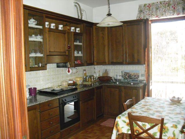 Appartamento in vendita a Uzzano, 7 locali, prezzo € 135.000 | Cambio Casa.it