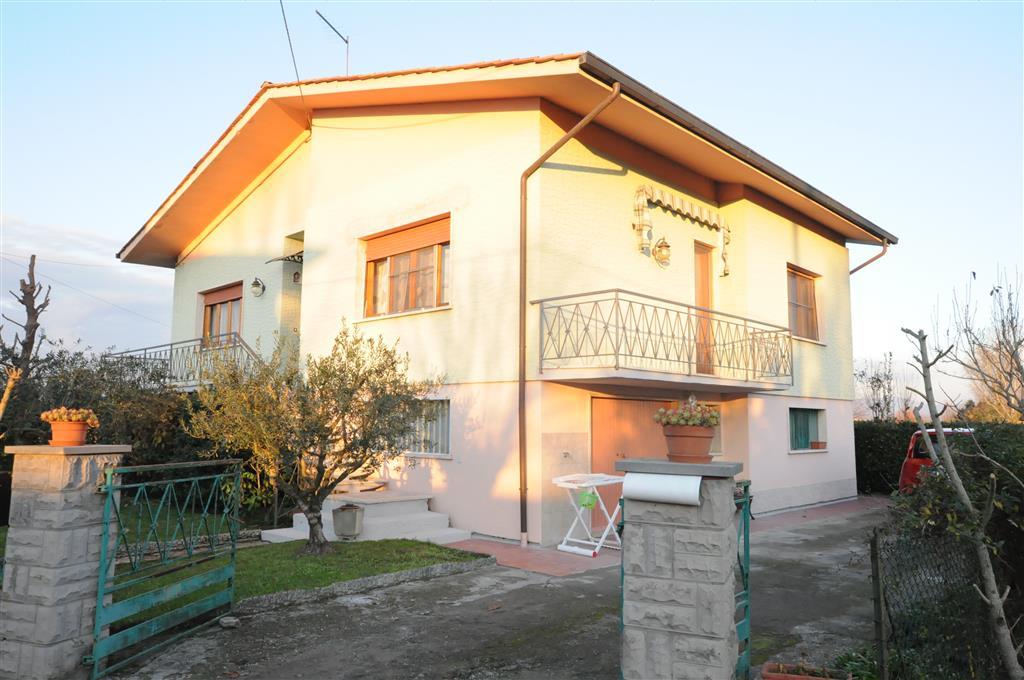 Villa in vendita a Ponte Buggianese, 10 locali, prezzo € 199.000 | Cambio Casa.it