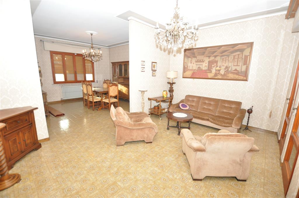 Villa in vendita a Chiesina Uzzanese, 11 locali, prezzo € 249.000 | Cambio Casa.it