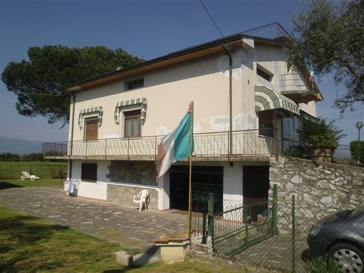 Villa in vendita a Chiesina Uzzanese, 10 locali, prezzo € 230.000 | Cambio Casa.it