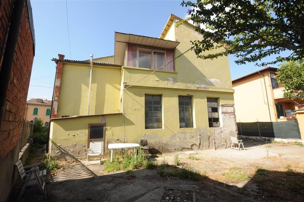 Soluzione Indipendente in vendita a Ponte Buggianese, 10 locali, prezzo € 180.000 | Cambio Casa.it