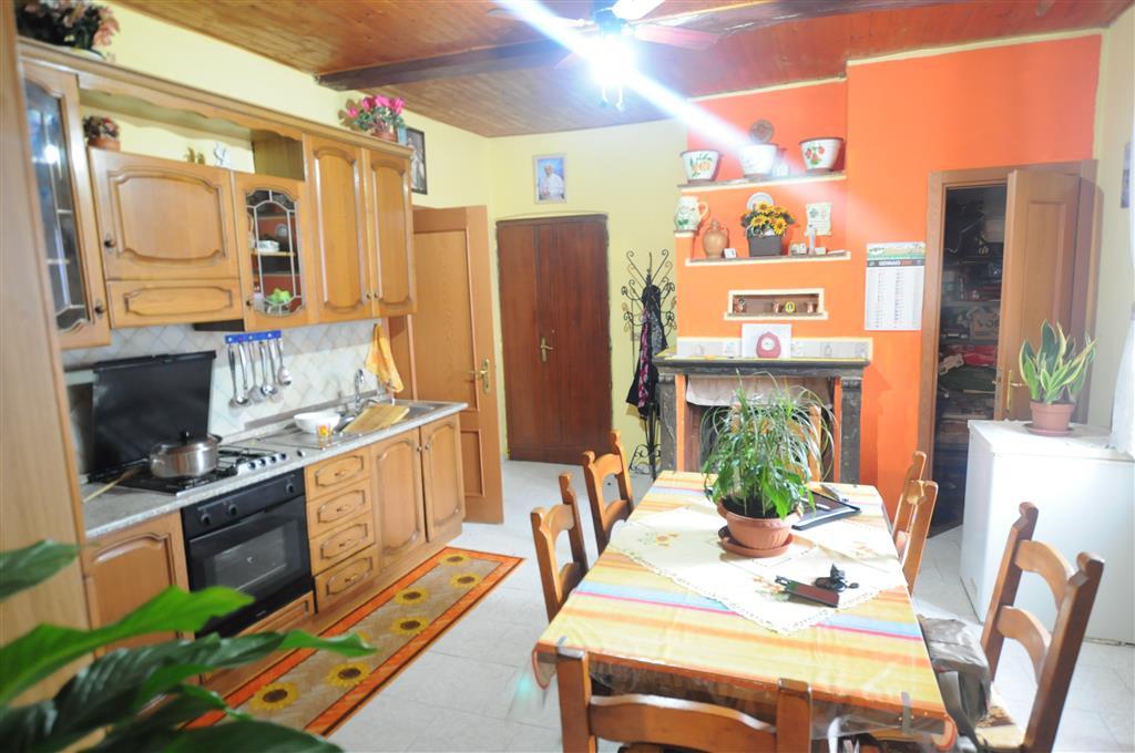 Appartamento in vendita a Ponte Buggianese, 6 locali, prezzo € 80.000 | Cambio Casa.it