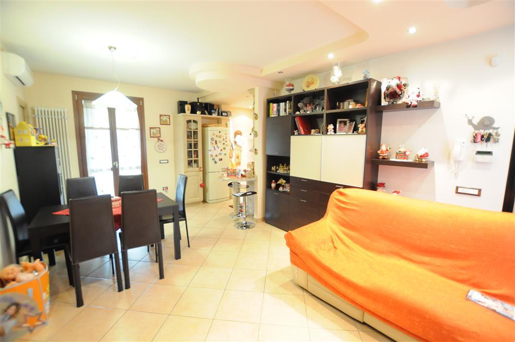 Appartamento in vendita a Pescia, 4 locali, prezzo € 150.000 | Cambio Casa.it
