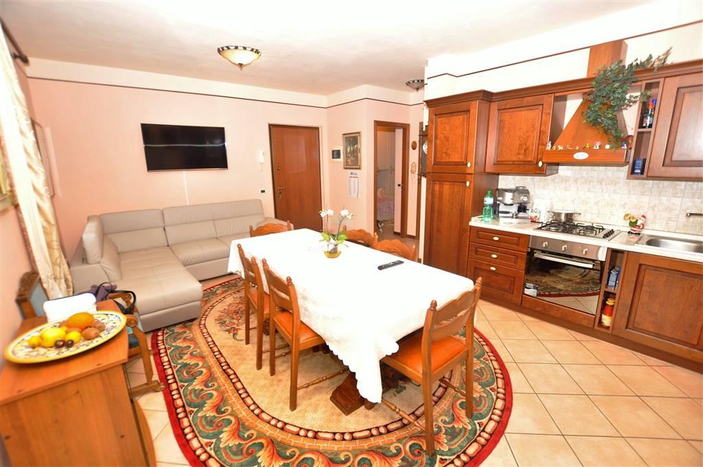 Appartamento in vendita a Ponte Buggianese, 3 locali, prezzo € 115.000   Cambio Casa.it