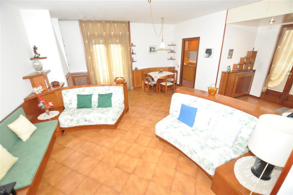 Soluzione Indipendente in vendita a Chiesina Uzzanese, 6 locali, prezzo € 220.000 | Cambio Casa.it