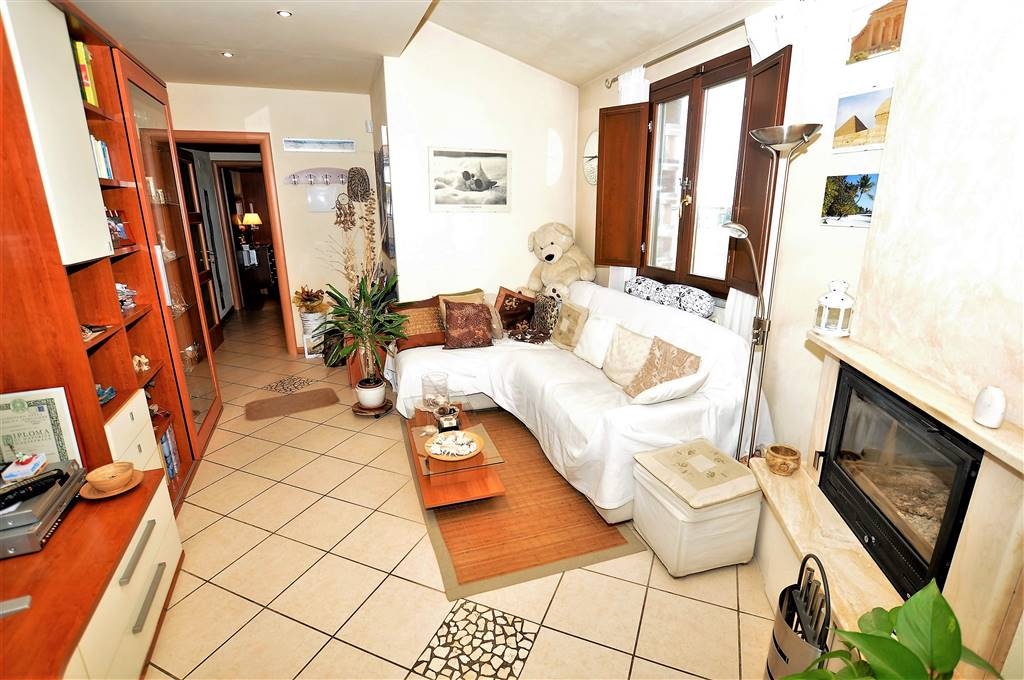 Appartamento in vendita a Ponte Buggianese, 4 locali, prezzo € 105.000   Cambio Casa.it