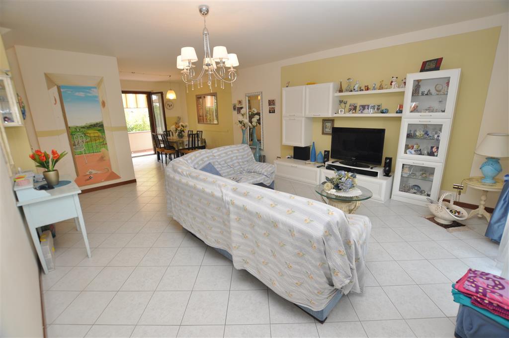 Villa a Schiera in vendita a Pieve a Nievole, 8 locali, prezzo € 229.000 | Cambio Casa.it