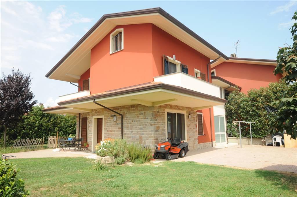Villa in vendita a Chiesina Uzzanese, 8 locali, prezzo € 415.000 | Cambio Casa.it