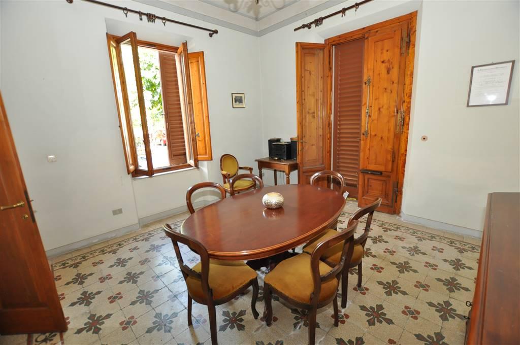 Villa in vendita a Montecatini-Terme, 10 locali, prezzo € 265.000 | Cambio Casa.it