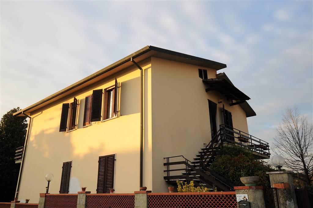 Appartamento in vendita a Chiesina Uzzanese, 6 locali, prezzo € 135.000 | Cambio Casa.it