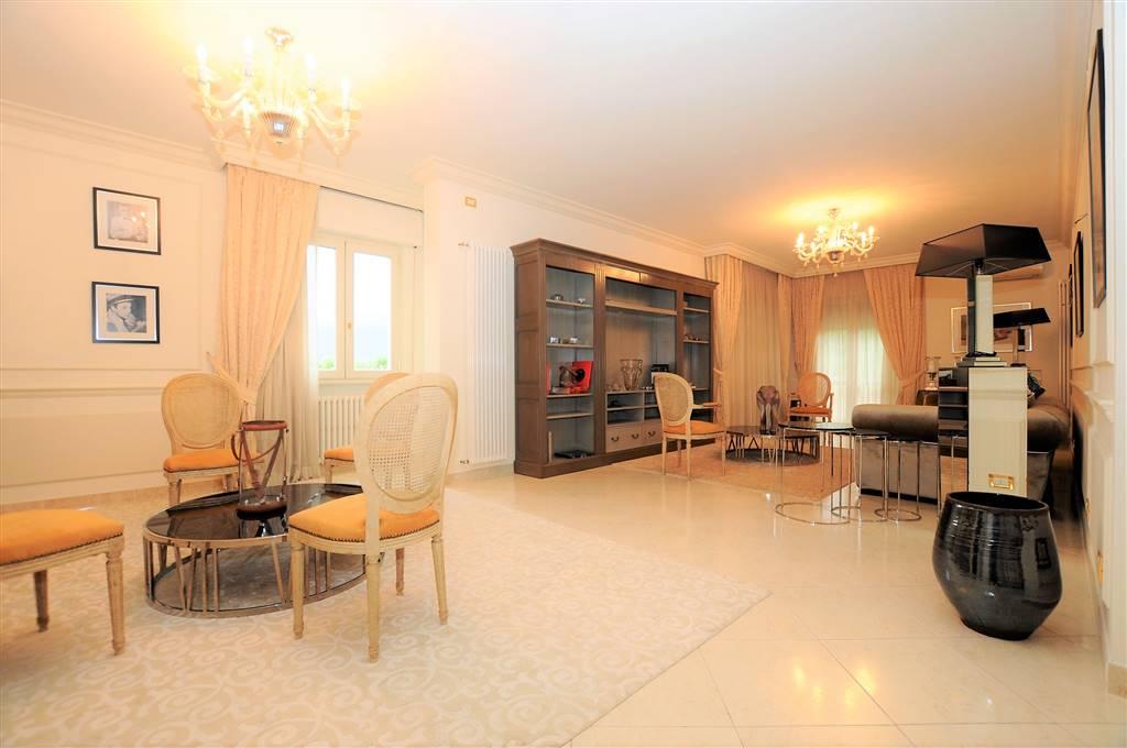 Attico / Mansarda in vendita a Montecatini-Terme, 6 locali, prezzo € 545.000 | Cambio Casa.it