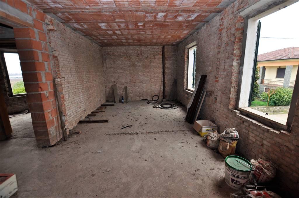 Appartamento in vendita a Chiesina Uzzanese, 6 locali, prezzo € 60.000 | Cambio Casa.it
