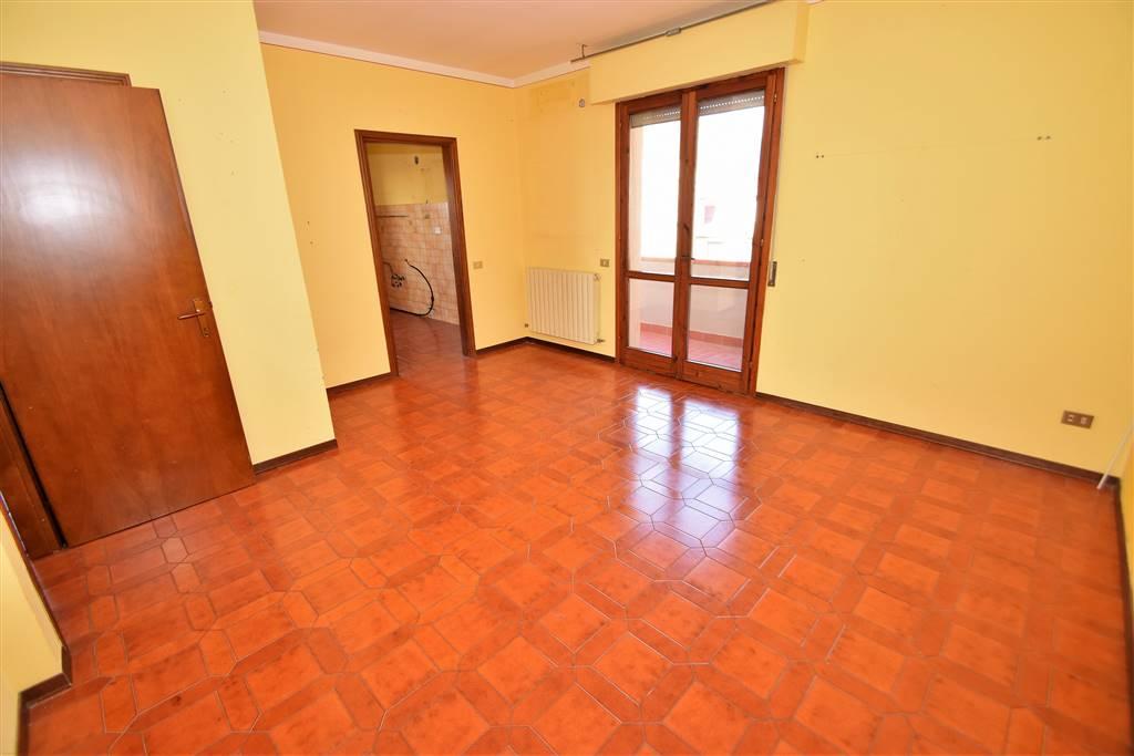 Appartamento in vendita a Massa e Cozzile, 5 locali, prezzo € 85.000 | Cambio Casa.it