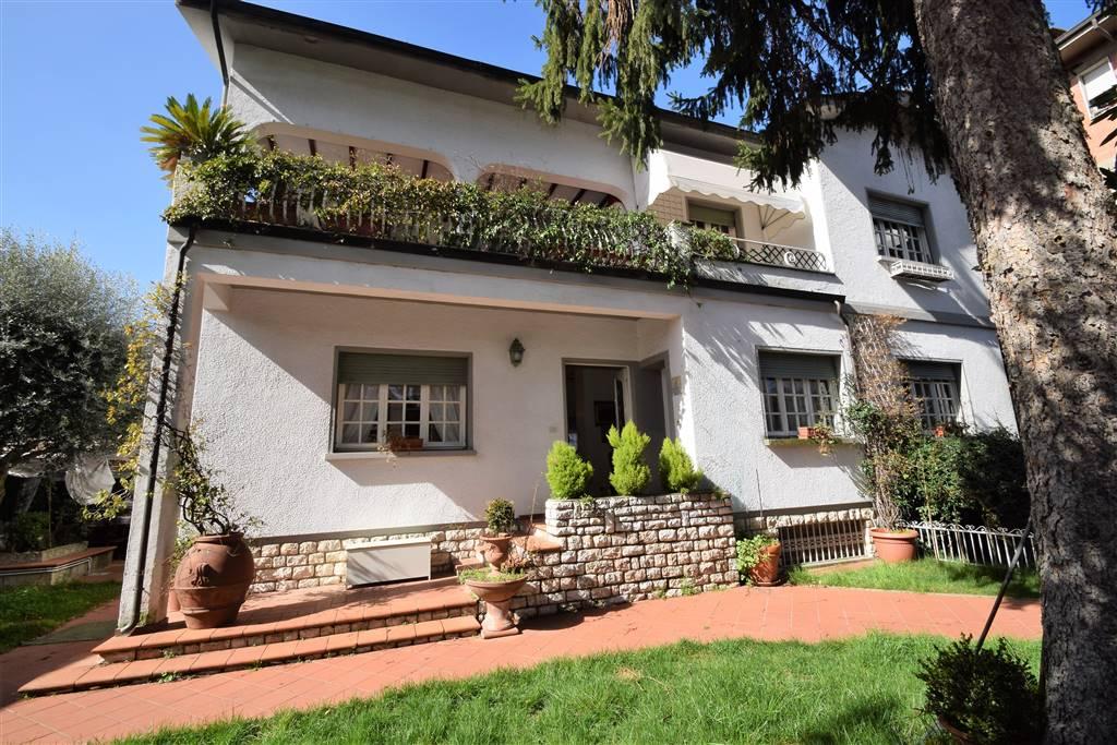 Villa in vendita a Montecatini-Terme, 12 locali, prezzo € 550.000 | Cambio Casa.it
