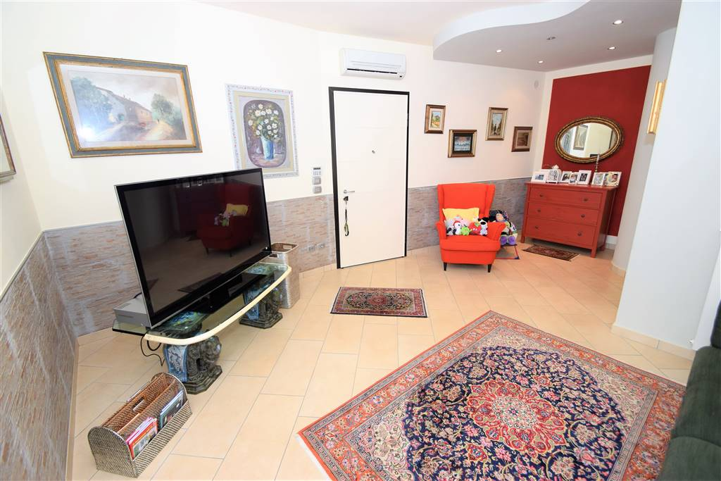 Appartamento in vendita a Massa e Cozzile, 4 locali, zona Zona: Margine Coperta, prezzo € 230.000 | Cambio Casa.it