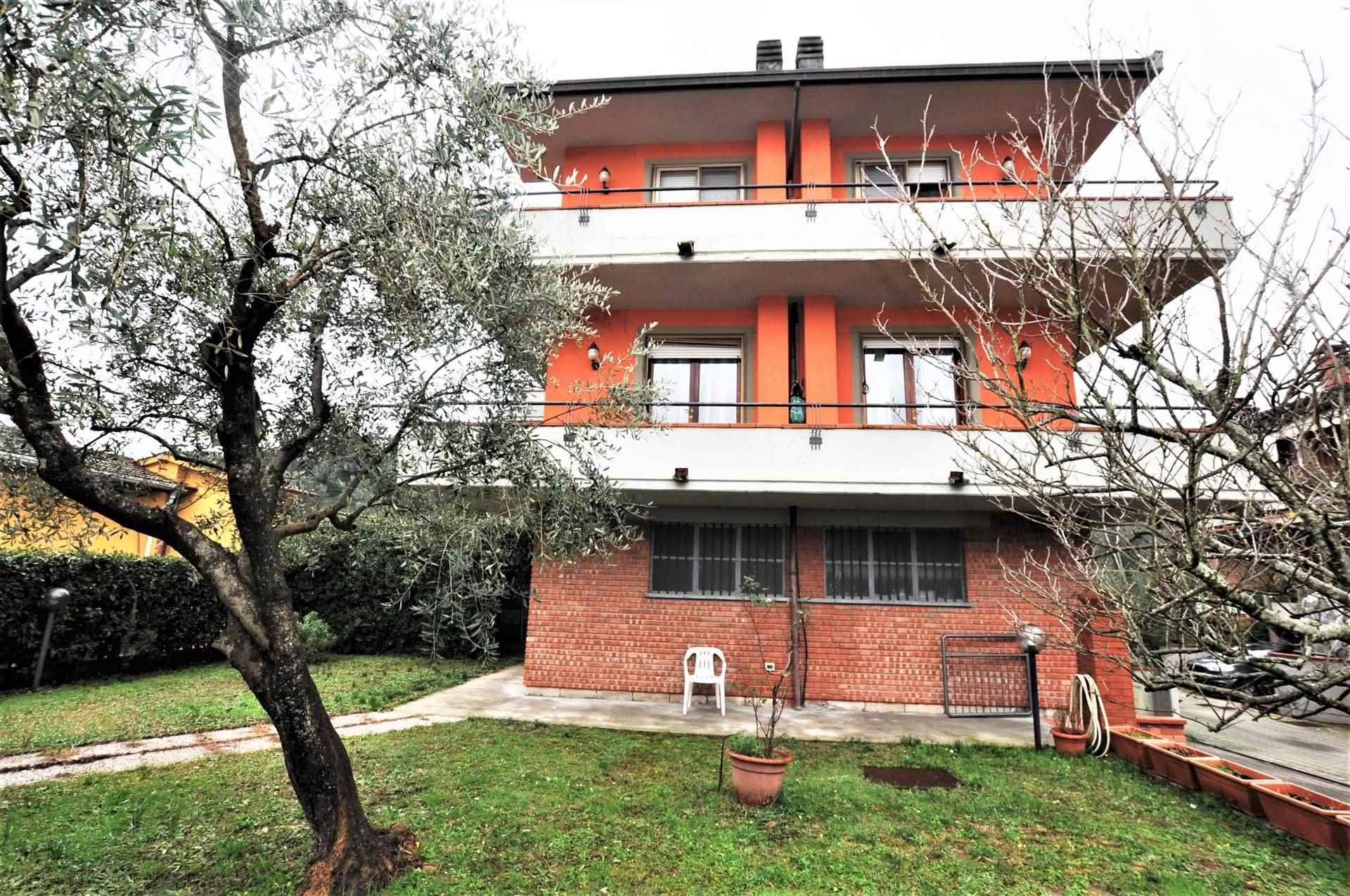 Villa Bifamiliare MASSA E COZZILE