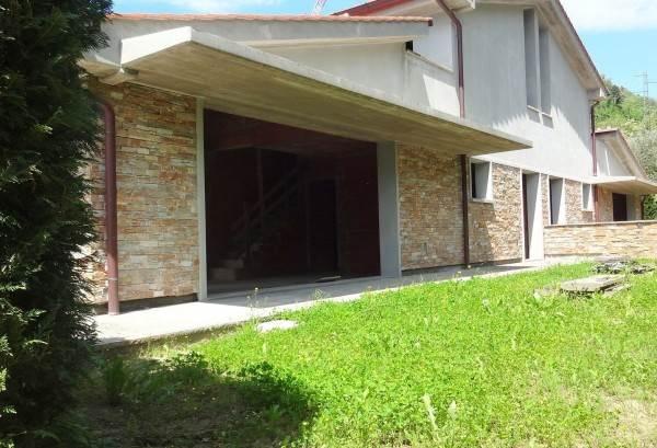 Villa in vendita a Marliana, 5 locali, zona Zona: Giampierone, prezzo € 290.000 | Cambio Casa.it