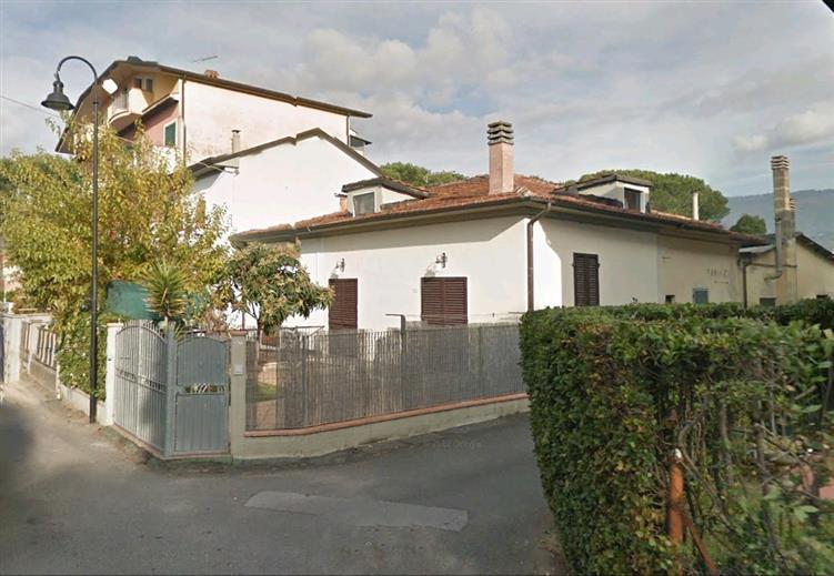 Soluzione Indipendente in vendita a Montignoso, 4 locali, zona Zona: Cinquale, prezzo € 270.000 | Cambio Casa.it