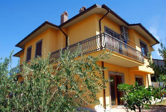 Villa in vendita a Montefiascone, 7 locali, Trattative riservate | Cambio Casa.it