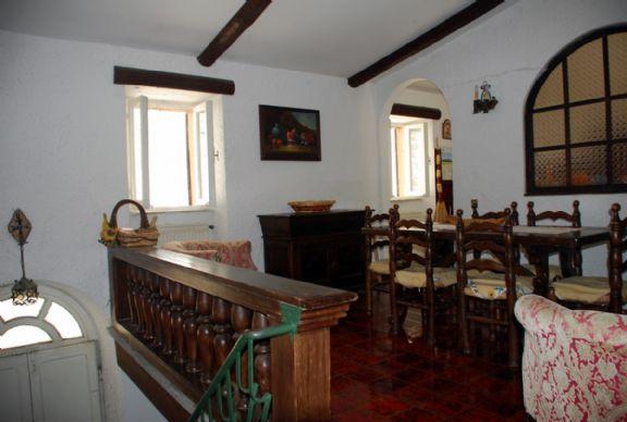 Soluzione Indipendente in vendita a Montefiascone, 8 locali, prezzo € 165.000 | Cambio Casa.it
