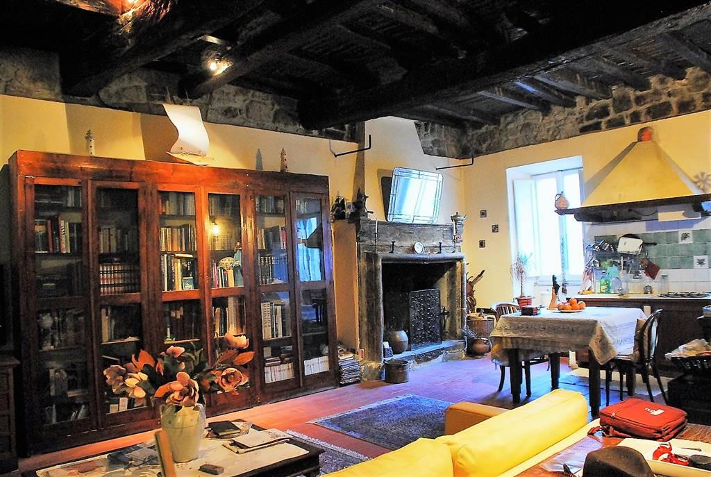 Soluzione Indipendente in vendita a Montefiascone, 5 locali, prezzo € 125.000 | Cambio Casa.it