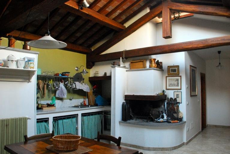 Salone Mansarda Con Rete E Camino : Immobiliare montefiascone di pelabasto maria grazia