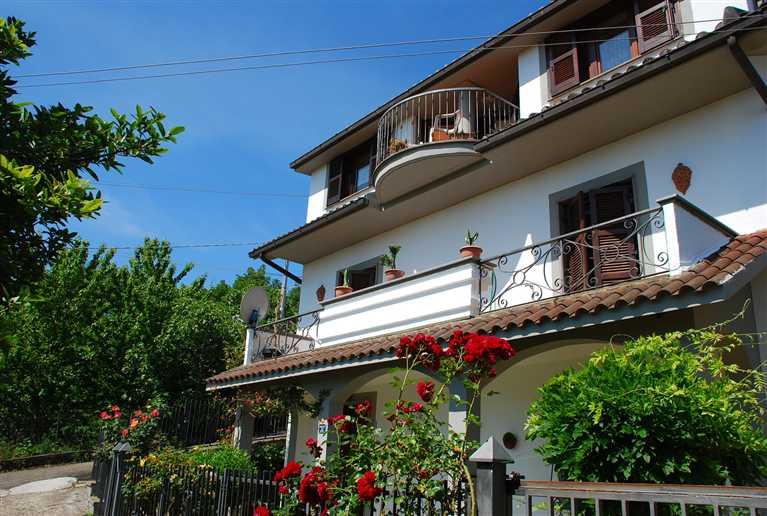 Villa in vendita a Montefiascone, 9 locali, prezzo € 310.000 | Cambio Casa.it