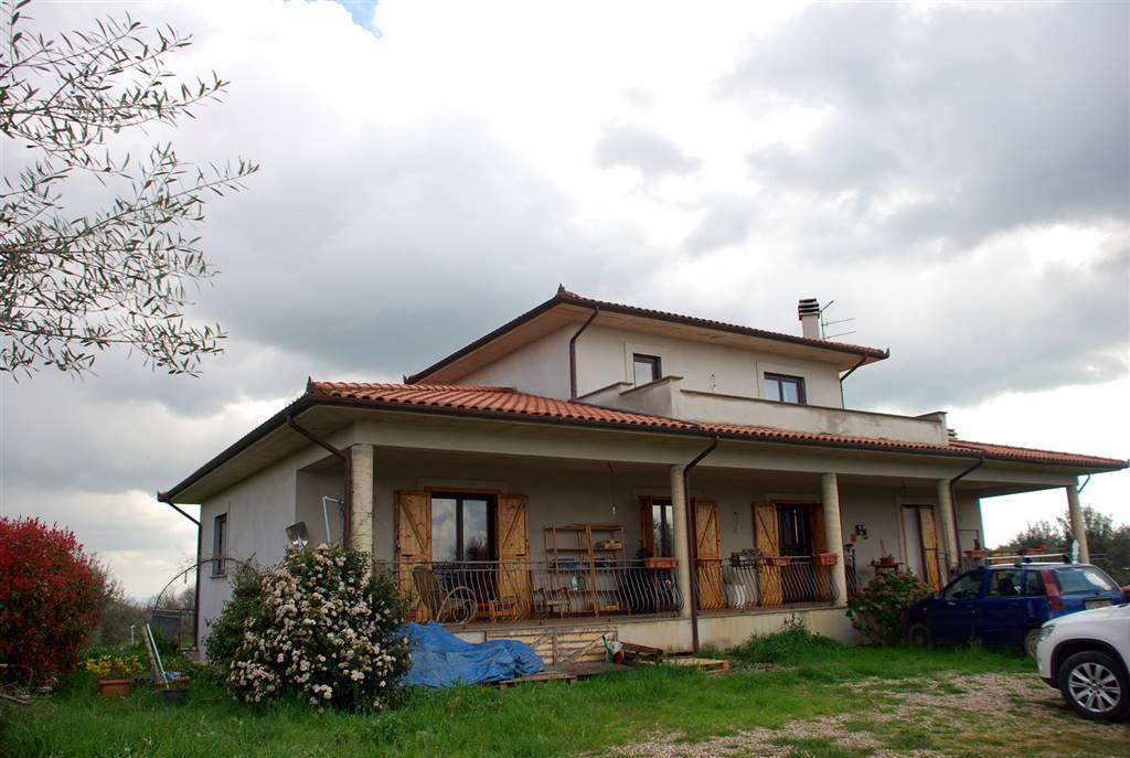 Villa in vendita a Viterbo, 6 locali, zona Zona: Periferia, prezzo € 298.000 | Cambio Casa.it