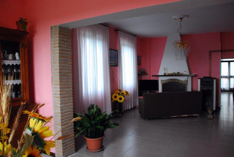 Soluzione Indipendente in vendita a Viterbo, 5 locali, zona Zona: Periferia, prezzo € 125.000 | CambioCasa.it