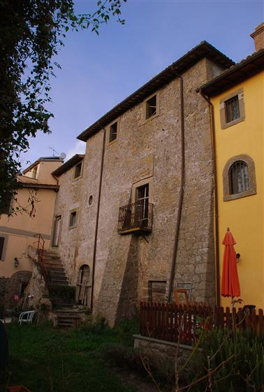 Soluzione Indipendente in vendita a Montefiascone, 20 locali, prezzo € 100.000 | Cambio Casa.it