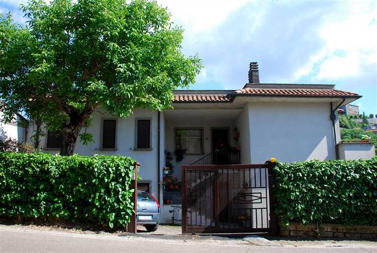 Villa in vendita a Montefiascone, 10 locali, prezzo € 350.000 | Cambio Casa.it
