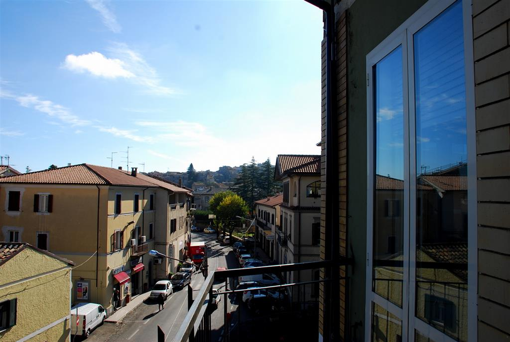Appartamento in vendita a Montefiascone, 4 locali, prezzo € 105.000 | CambioCasa.it