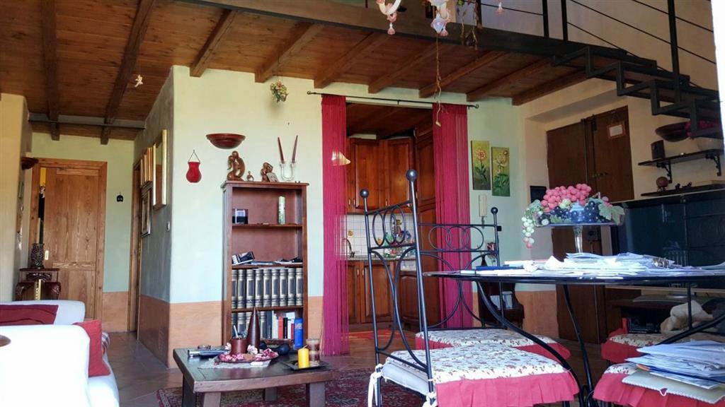 Appartamento in affitto a Montefiascone, 4 locali, prezzo € 440 | Cambio Casa.it