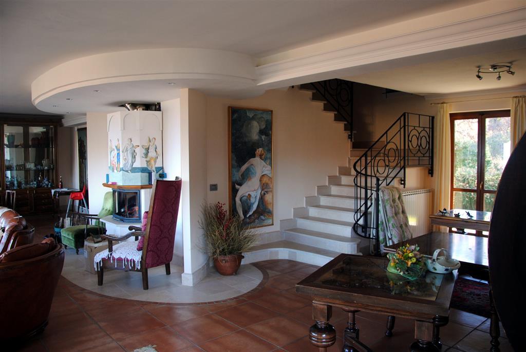 Villa in vendita a Montefiascone, 9 locali, prezzo € 600.000 | Cambio Casa.it