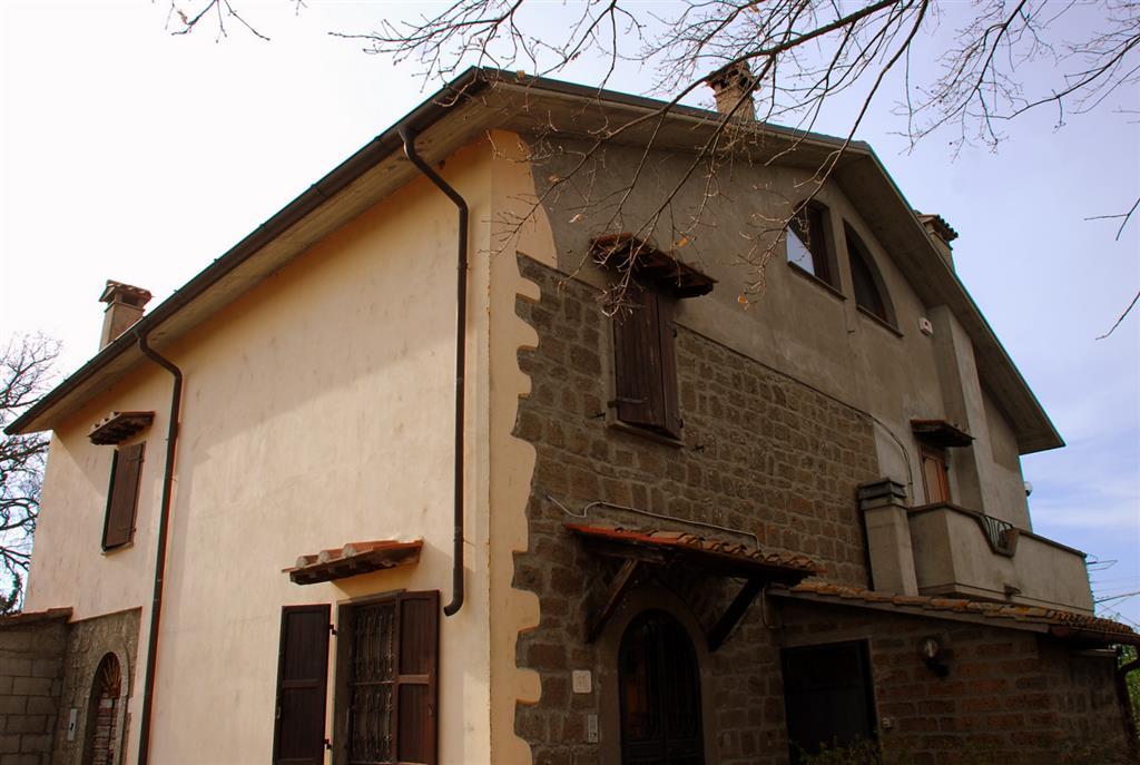 Villa in vendita a Montefiascone, 8 locali, Trattative riservate | Cambio Casa.it