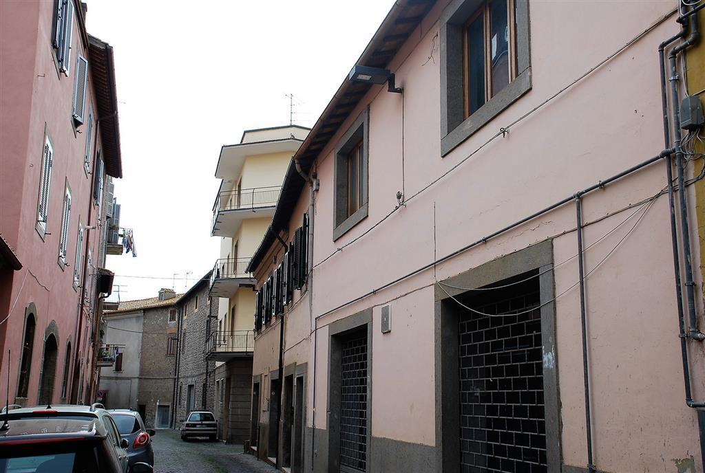 Soluzione Indipendente in vendita a Viterbo, 7 locali, zona Zona: Centro, prezzo € 260.000 | Cambio Casa.it