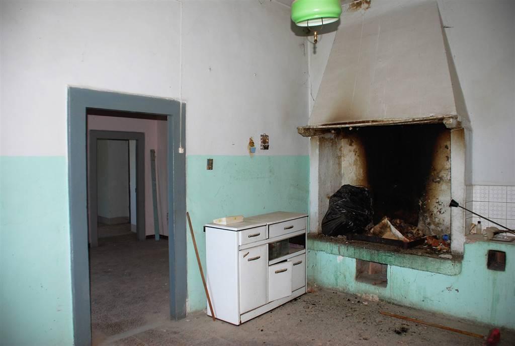 Appartamento in vendita a Montefiascone, 5 locali, zona Zona: Zepponami, Trattative riservate | Cambio Casa.it