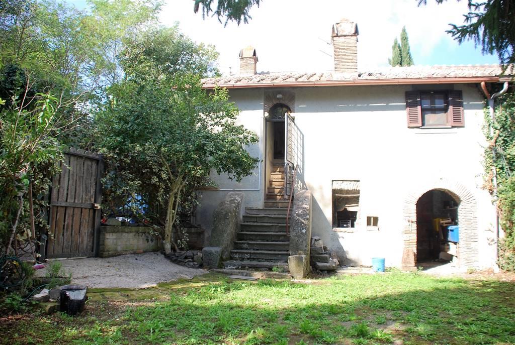 Rustico / Casale in vendita a Bracciano, 4 locali, zona Zona: Pisciarelli, prezzo € 90.000   Cambio Casa.it