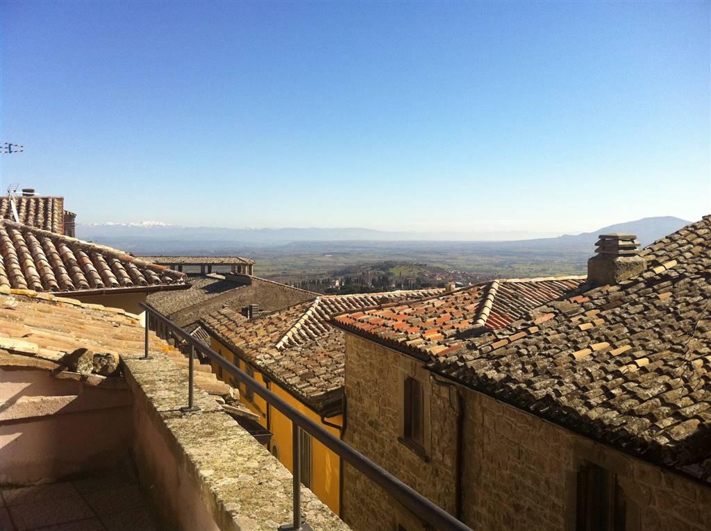 Appartamento in vendita a Montefiascone, 6 locali, prezzo € 140.000 | CambioCasa.it