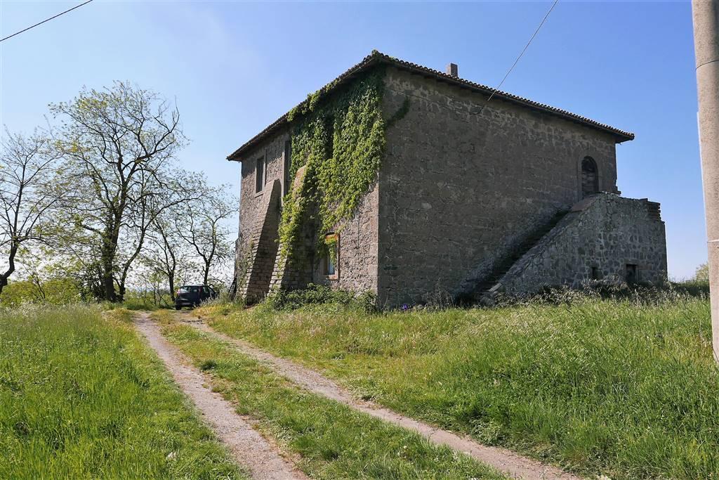 Rustico / Casale in vendita a Montefiascone, 8 locali, zona Zona: Poggio Frusta, prezzo € 380.000 | CambioCasa.it