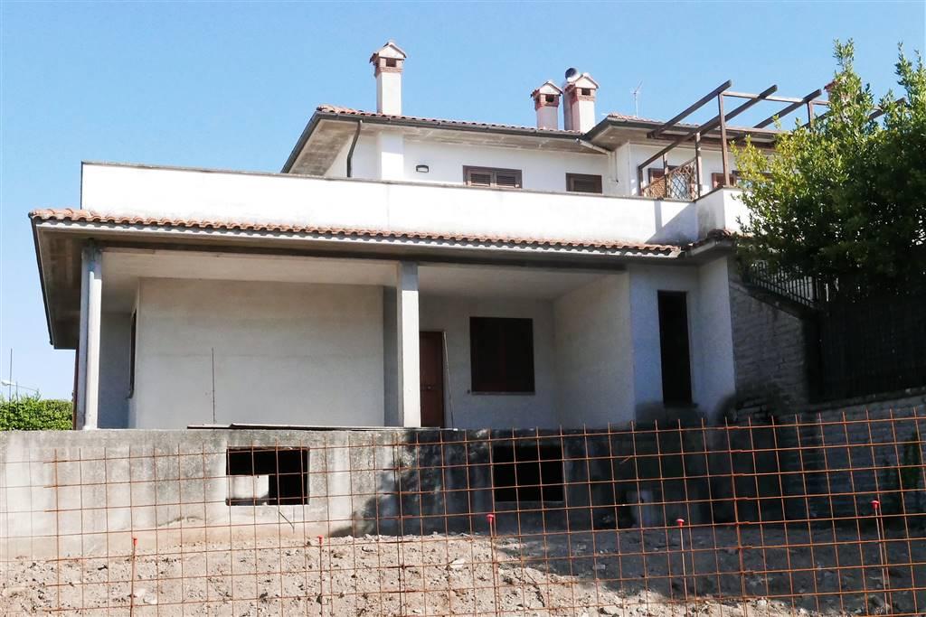 Soluzione Indipendente in vendita a Montefiascone, 4 locali, Trattative riservate | CambioCasa.it
