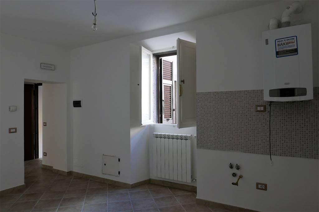 Appartamento in vendita a Montefiascone, 3 locali, zona Zona: Zepponami, prezzo € 75.000 | CambioCasa.it