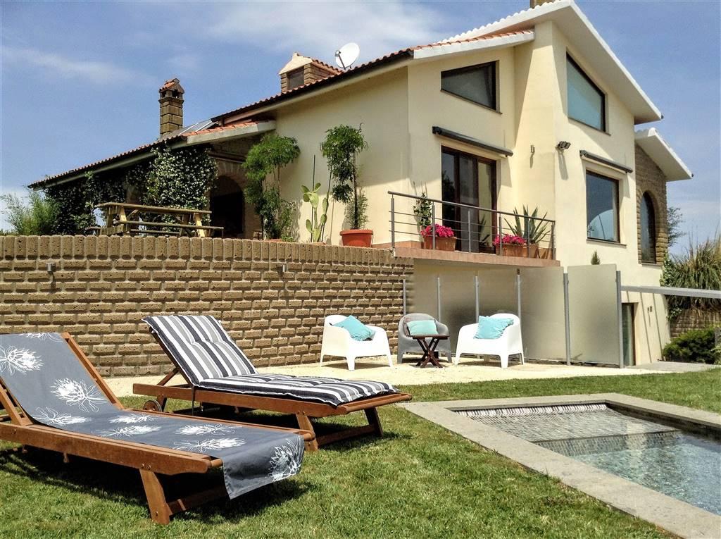 Villa in vendita a Valentano, 8 locali, prezzo € 530.000 | Cambio Casa.it